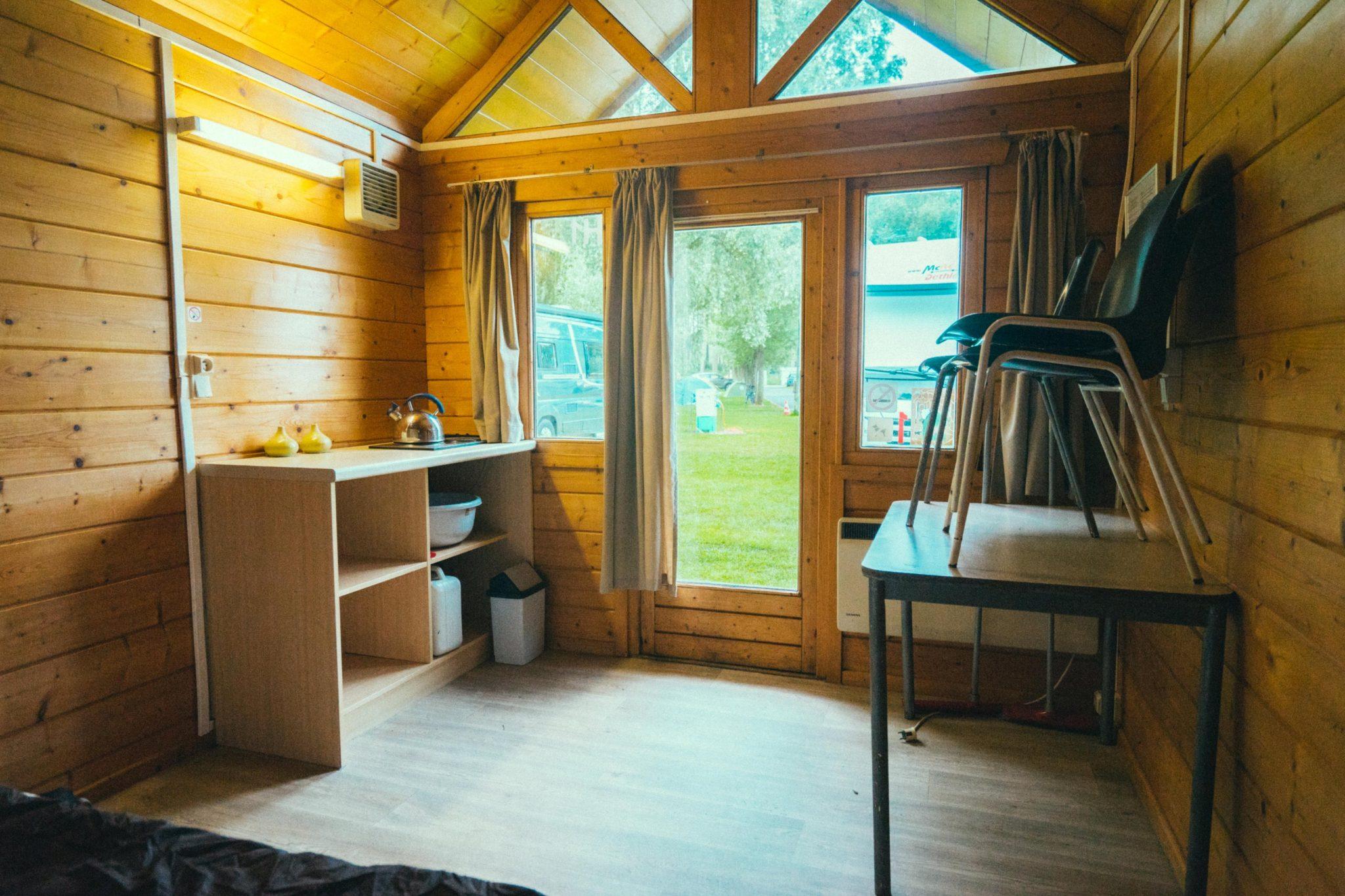 Camping Groeneveld - Verblijf in trekkershut, zicht binnen