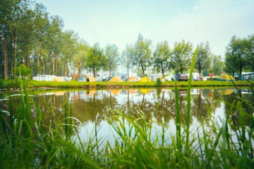Camping Groeneveld - Kamperen in tent in natuur aan vijver en Leie