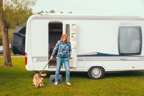 Bekijk nu alle tarieven om te kamperen met tent, overnachten in trekkershut of voor je vakantie verblijf met caravan of camper!